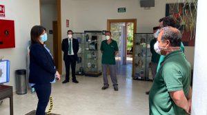 alcaldesa de pozuelo de alarcon realiza reconocimiento a funerarios